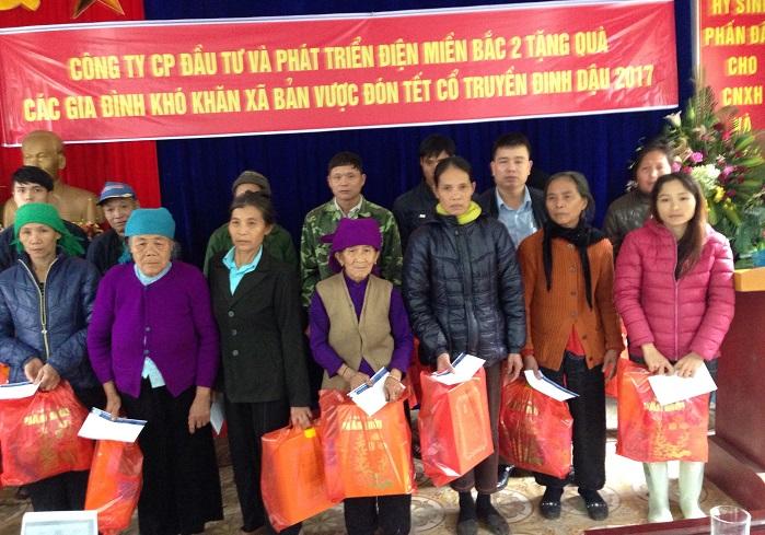 Công ty Nedi2 tặng quà Tết cho các hộ nghèo của huyện Bát Xát, tỉnh Lào Cai nhân dịp Tết Đinh Dậu năm 2017