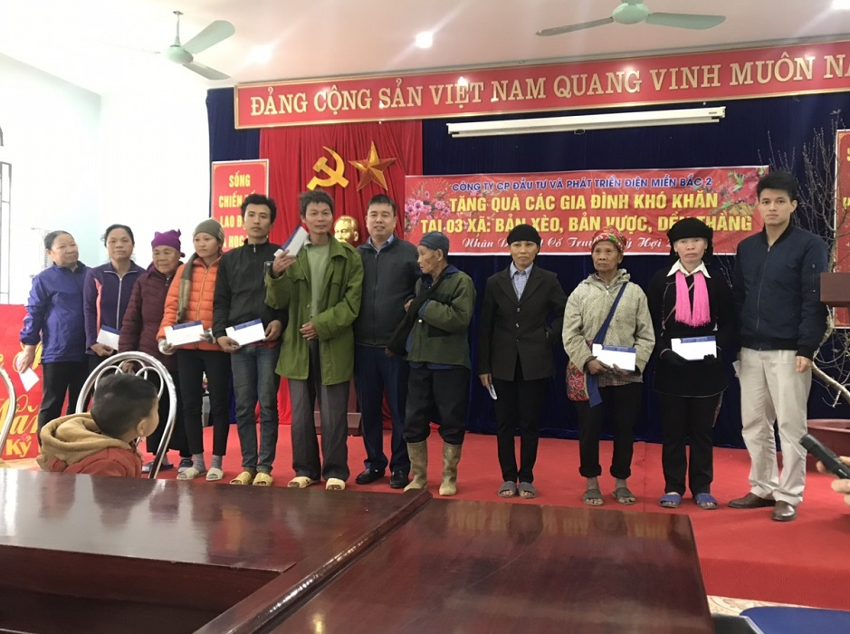 NEDI2 tặng quà Tết Kỷ Hợi 2019 cho các hộ gia đình nghèo và các cháu học sinh nghèo vượt khó xã Bản Vược, Bản Xèo, Dền Thàng huyện Bát Xát tỉnh Lào Cai.