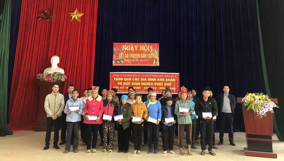 NEDI2 tặng quà Tết Tân Sửu cho các hộ gia đình nghèo và các em học sinh nghèo vượt khó
